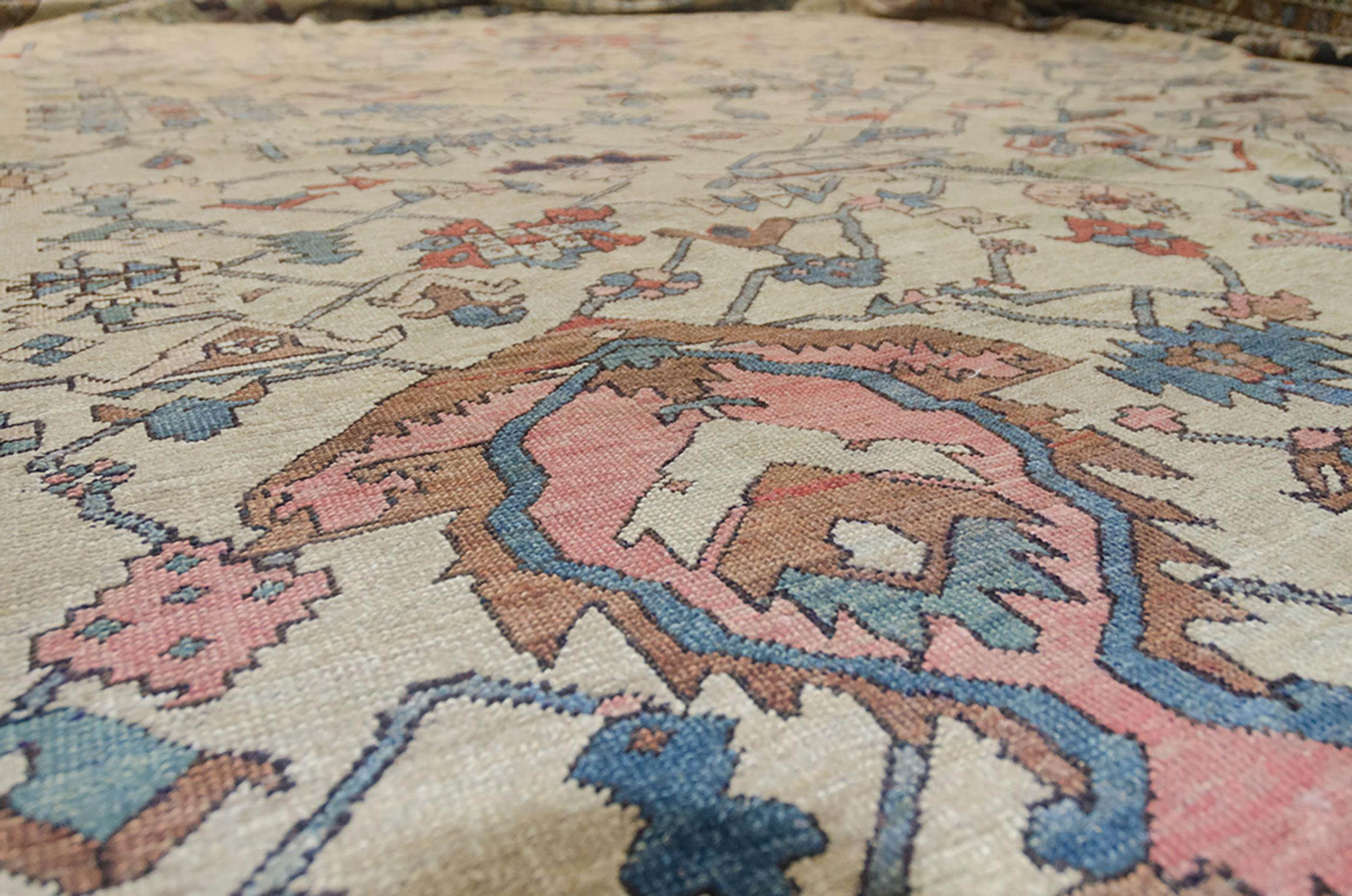 Antique Serapi Carpet 567x345cm