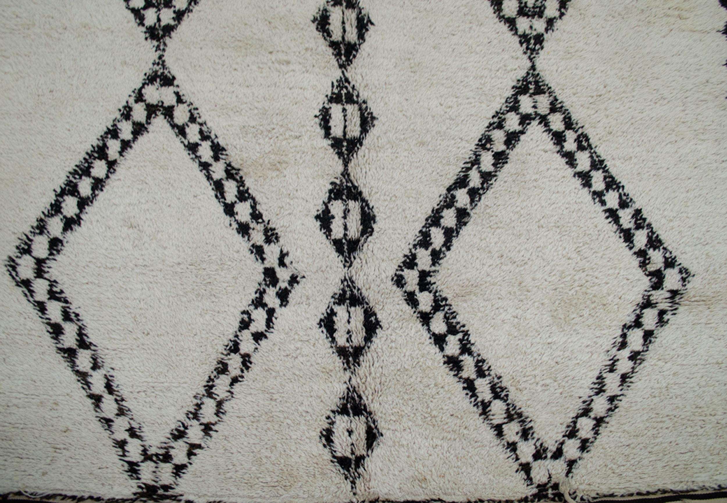 Vintage Beni Qurain Carpet 278x189cm