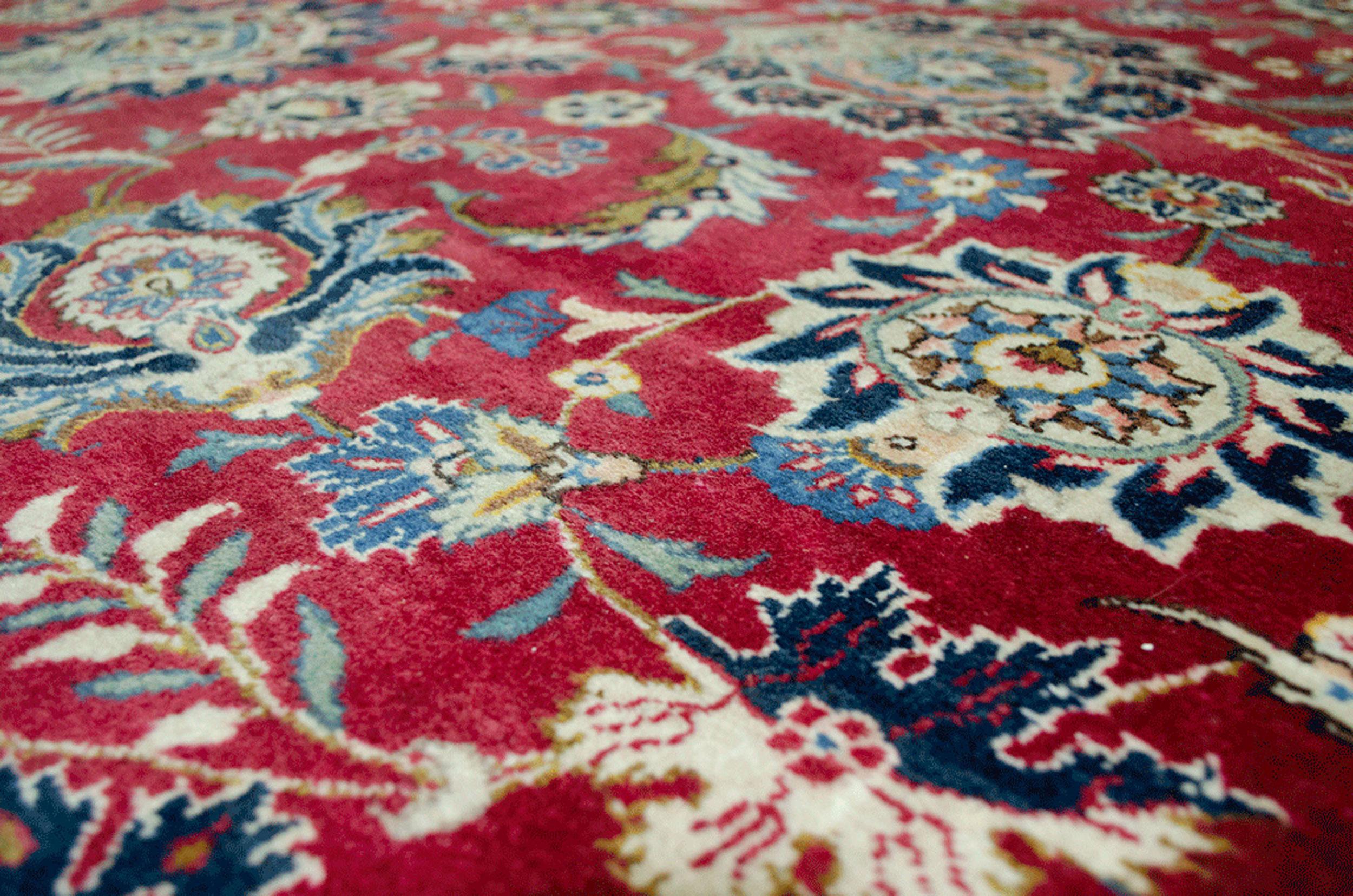 Vintage Kashan Carpet 389x306cm