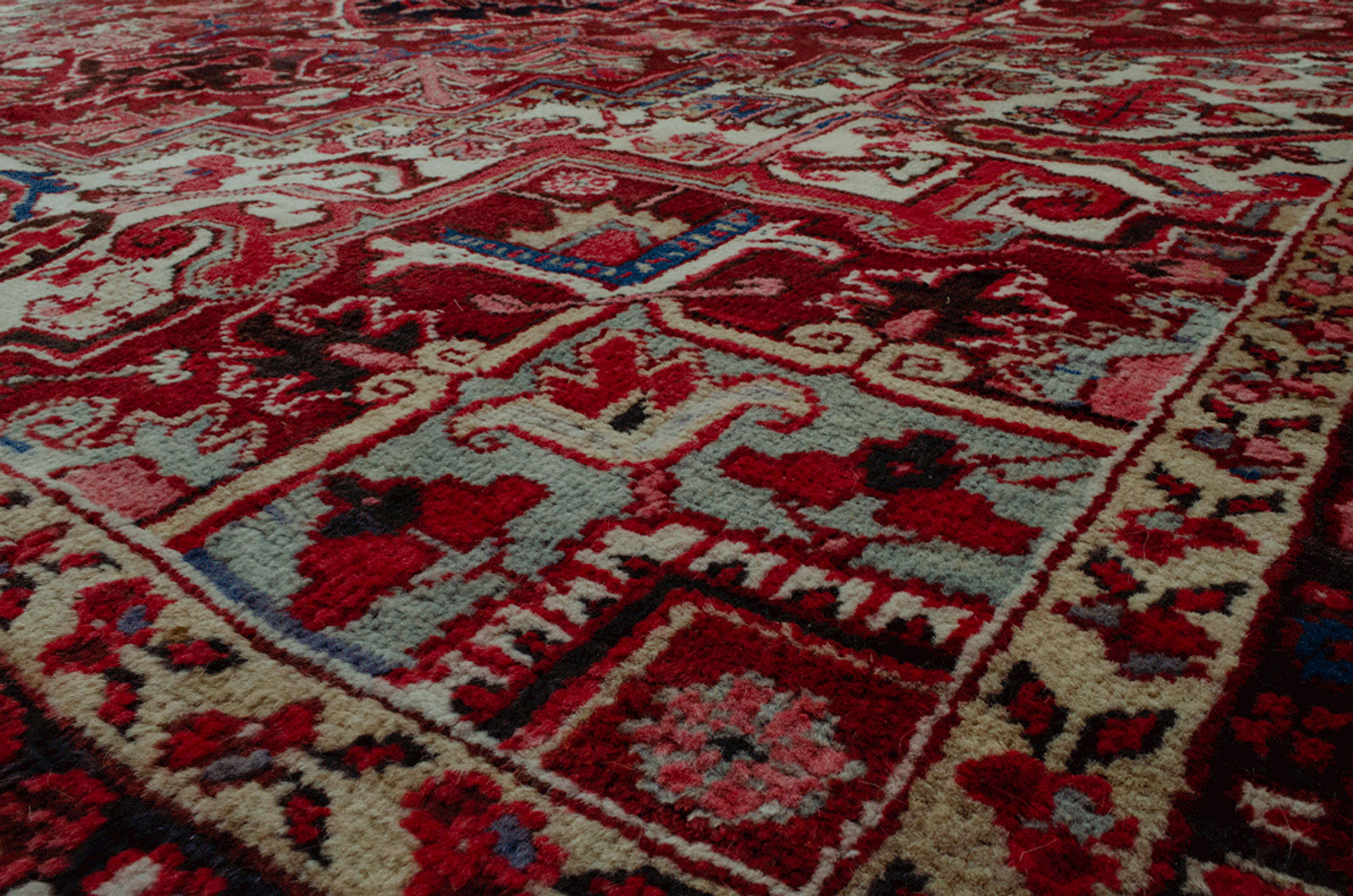 Vintage Heriz Carpet 341x253cm